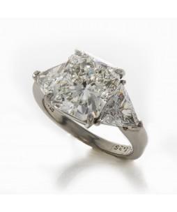 RADIANT CUT DIAMOND 3-STONE RING