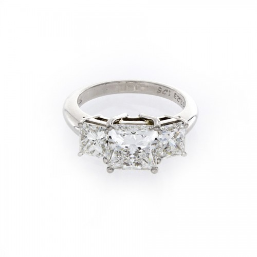 PRINCESS CUT 3-STONE RING